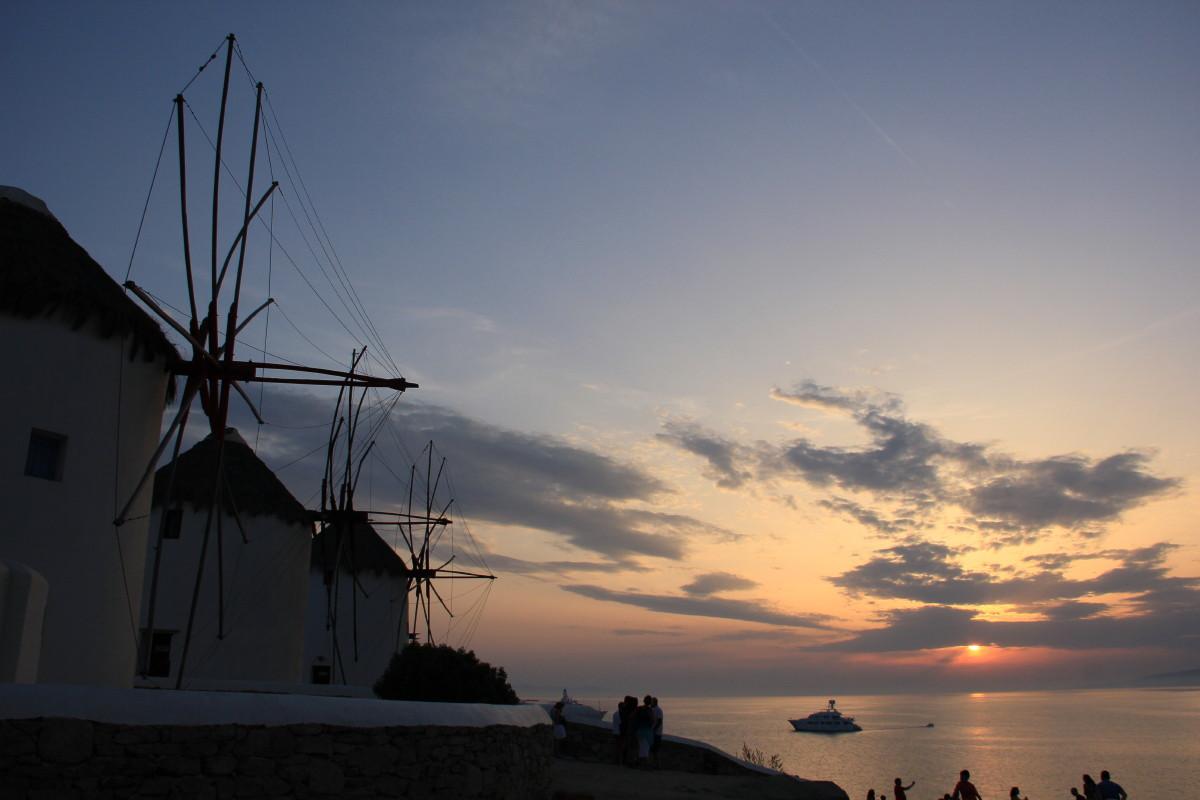 夕焼けと風車