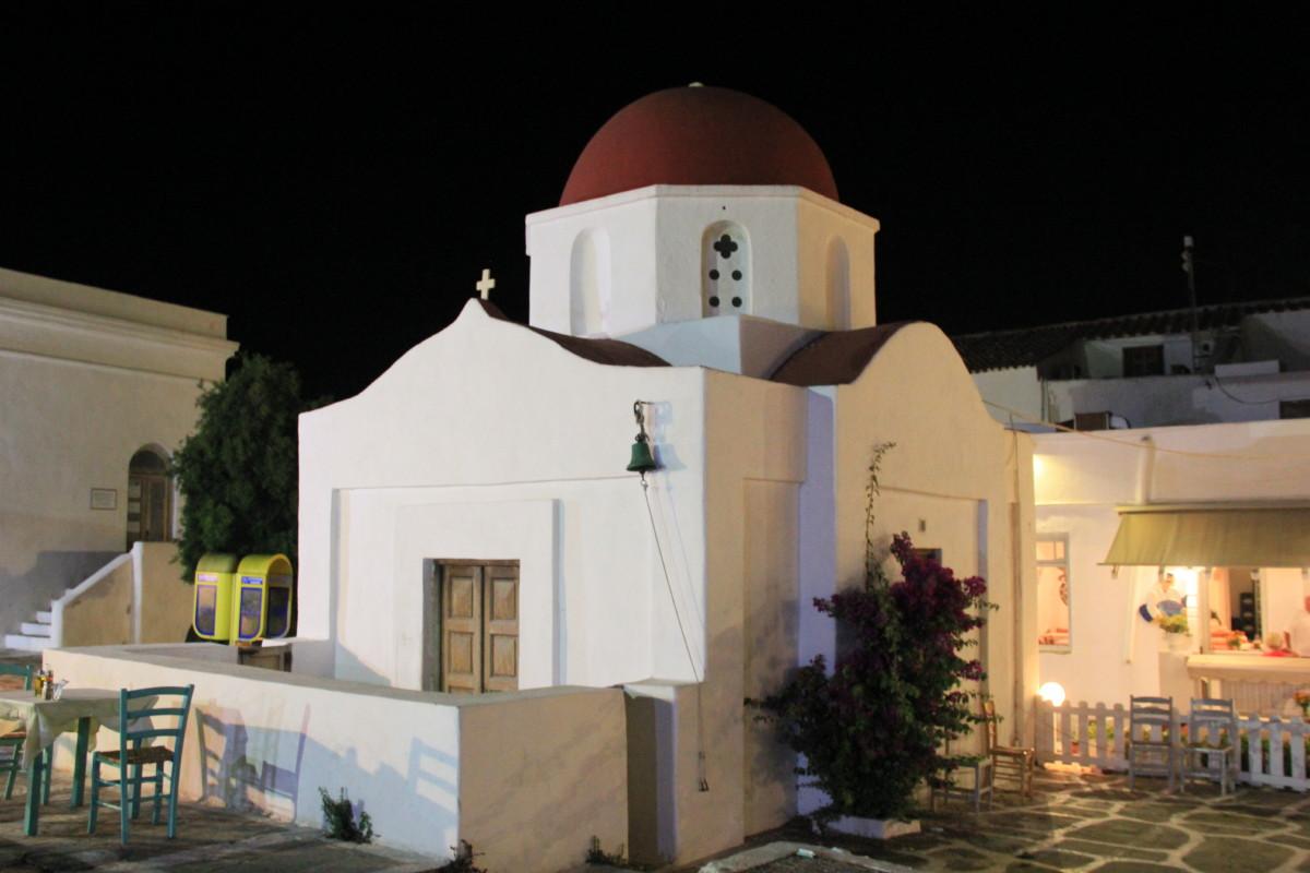 赤い屋根の教会