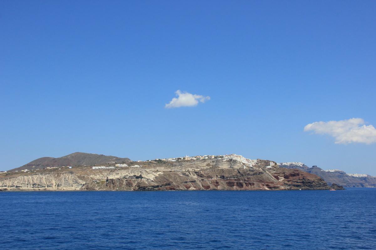 サントリーニ島が見えてきた