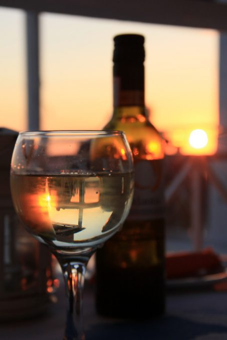 輝くワイングラス