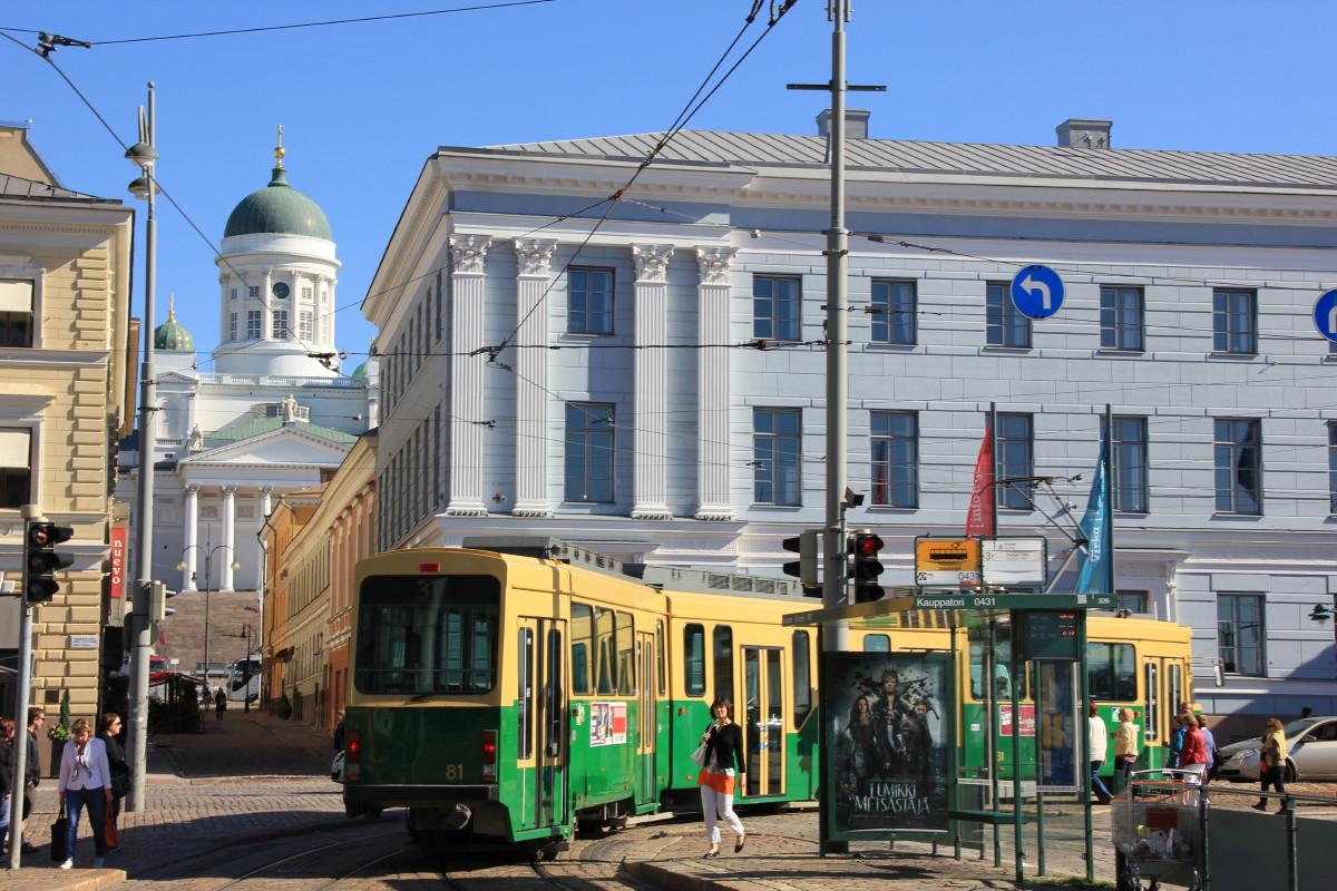 ヘルシンキ大聖堂とトラム