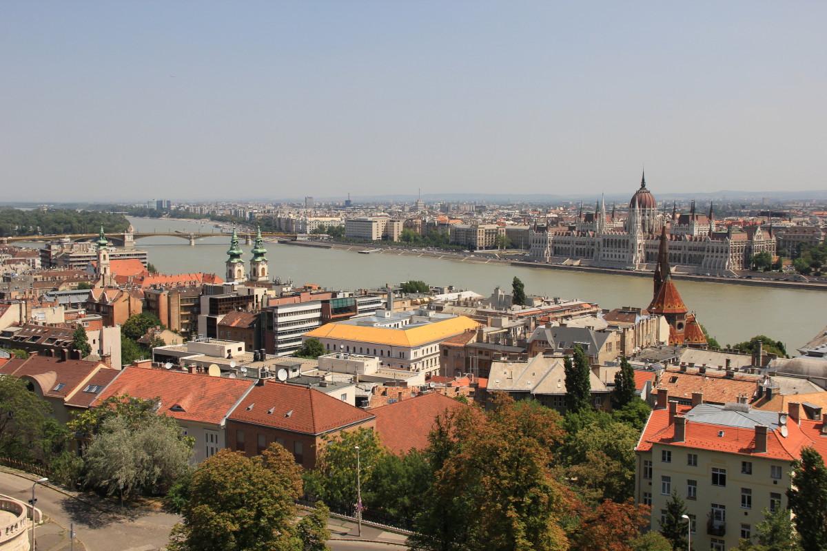 国会議事堂とブダペストの街