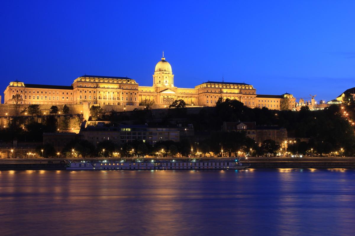 王宮の夜景