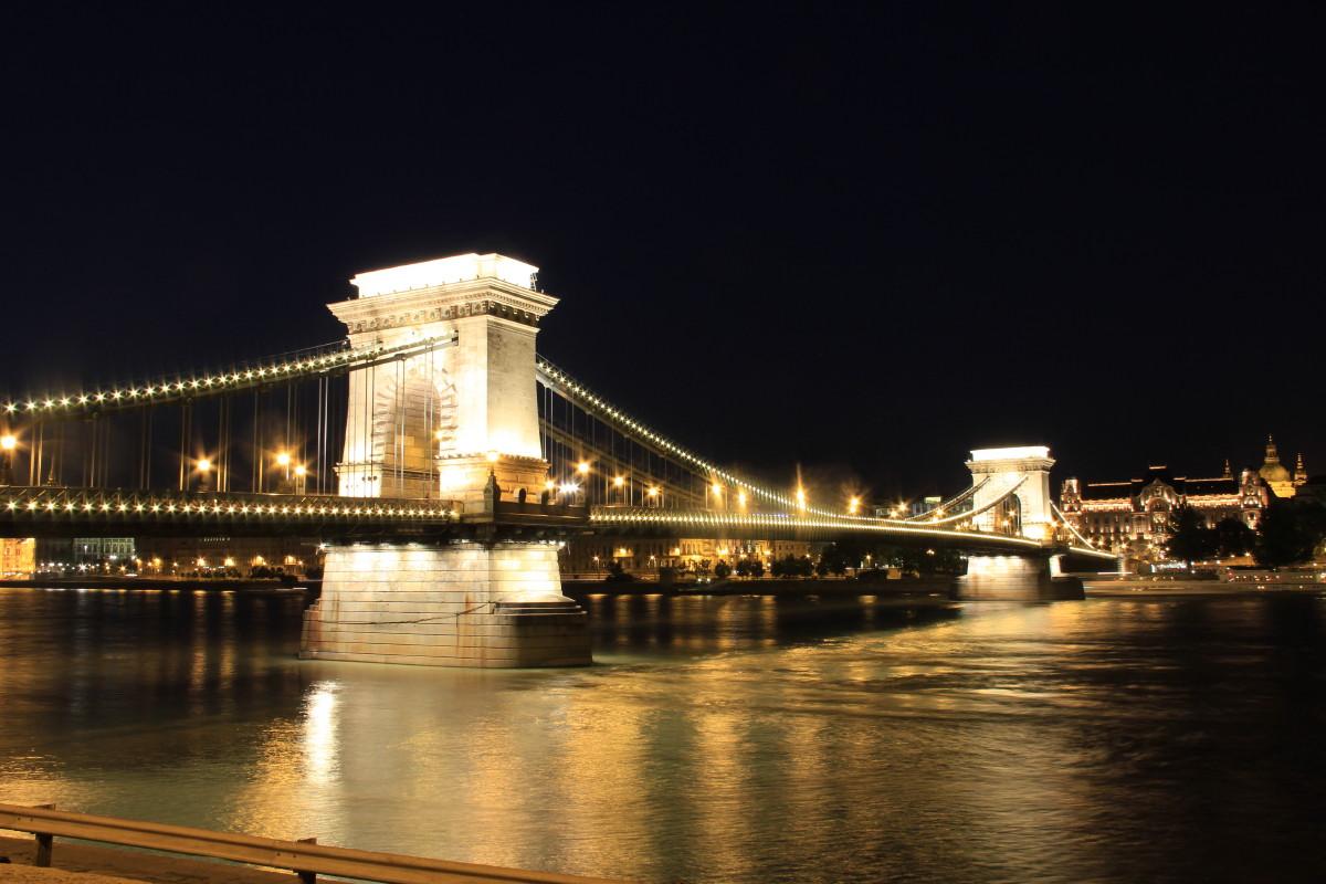 くさり橋夜景
