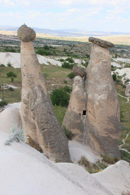 三人姉妹の岩