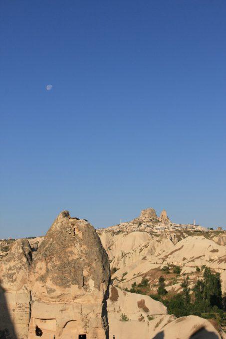 ウチヒサルと月