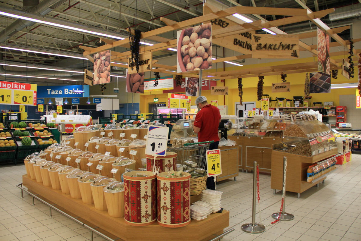 ショッピングセンター内のスーパー