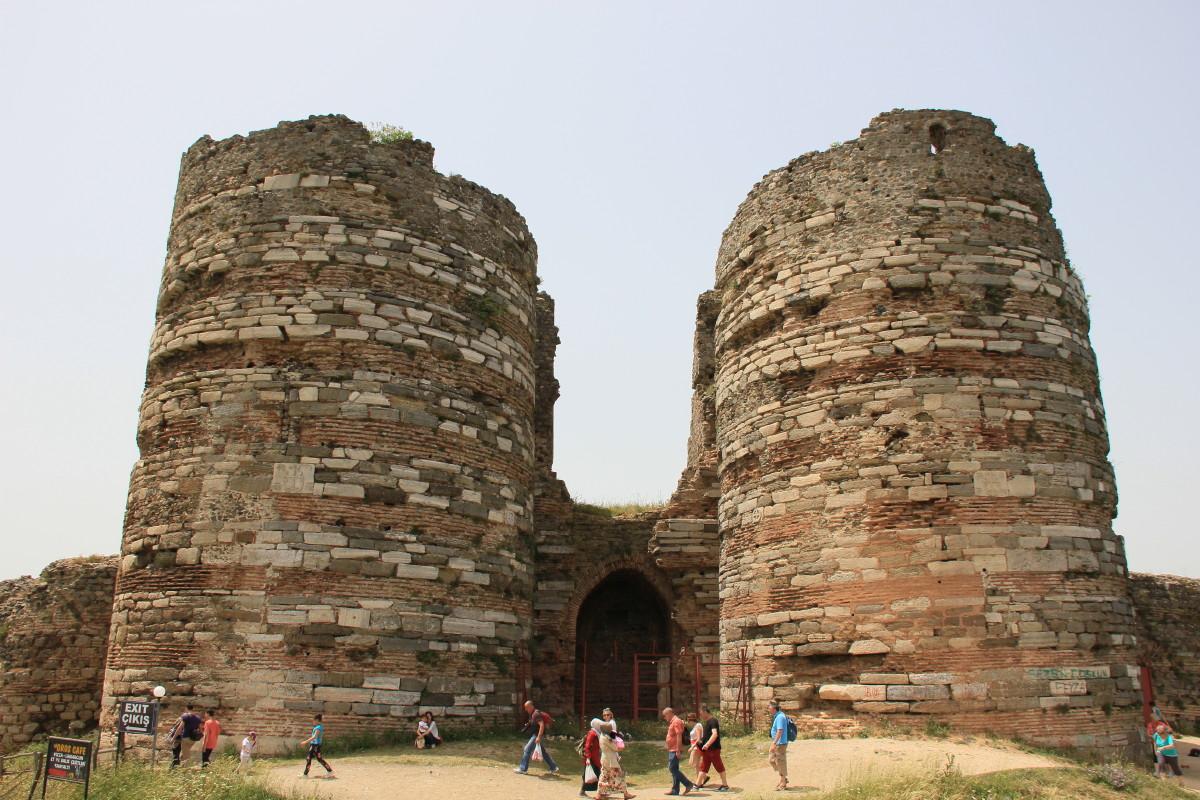 アナドル・カヴァウの砦