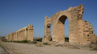 チュニジア2/ザグーアンの水道橋とケロアンのホテル