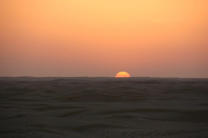 サハラ砂漠の日の出