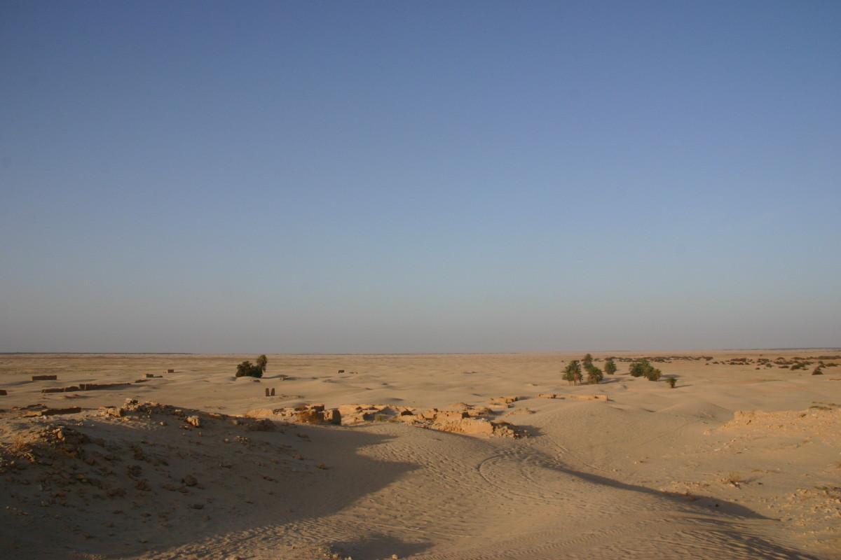 高台の遺跡から見た砂漠